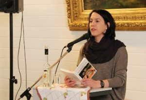 abine Trinkaus liest in der Stadtbücherei Bad Honnef aus ihrem Krimi Schnapsdrosseln