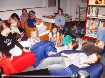 Gruselgeschichten für 25 begeisterte Kinder in der Lesenacht 2014